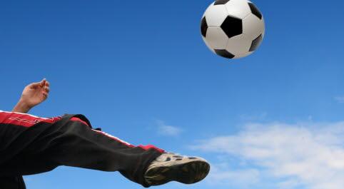 fotboll i luften